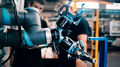 Robotic arm has multiple grips